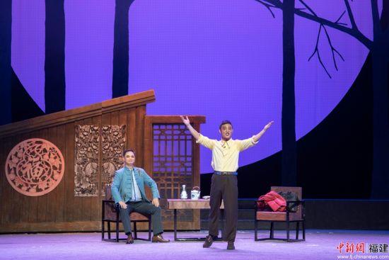 《追梦青山》通过闽西汉剧的这一表现形式,反映了武平人敢于创新、艰苦奋斗的林改精神。谢帝谣摄