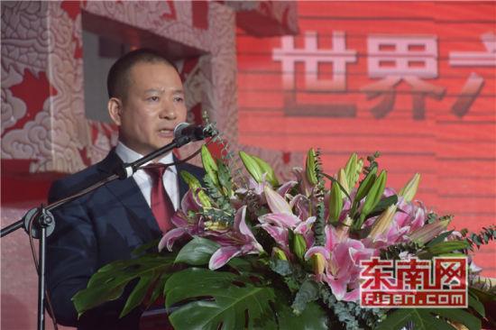 世界六桂总商会会长洪及祥致辞。