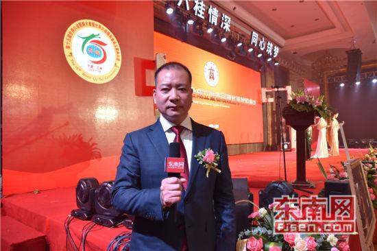 世界六桂总商会会长洪及祥接受东南网采访。