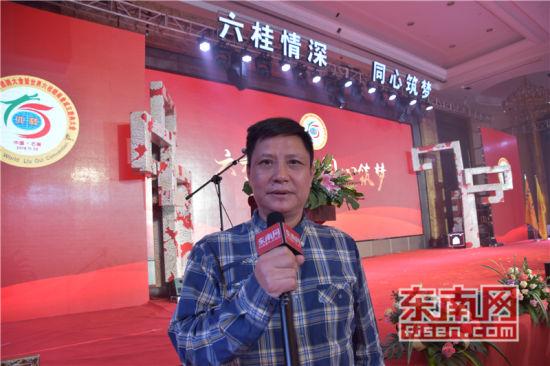 菲律宾达沃华助中心主任、菲律宾澳门网上博彩娱乐官网商会副会长陈兴艺接受东南网采访。