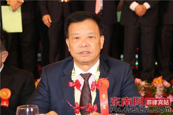 龙湖镇侨联主席施能狮致辞。