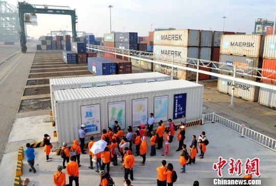 台湾营员参观福州江阴港城经济区。张斌 摄