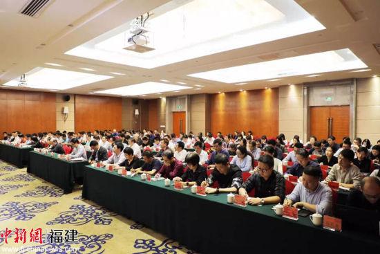 4、与会人员认真学习会议精神。图片来源:澳门正规赌博网站大全建工集团