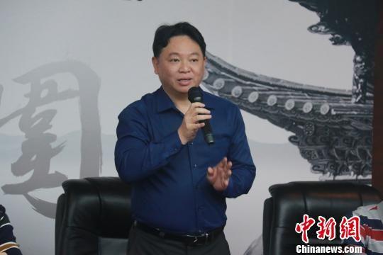 张修斌认为本次比赛不仅促进了围棋这项传统文化的不断发展,同时为两岸的学生提供了相互交流学习的机会,丰富了课余生活。 陈丽霞 摄
