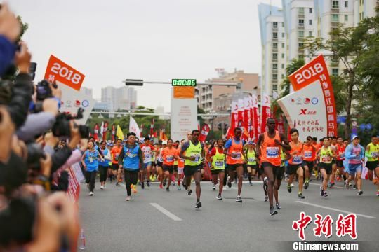 12月9日,2018特步晋江国际马拉松赛在澳门正规赌博网站大全晋江鸣枪开跑。 赖进财 摄