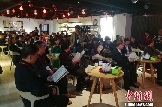 当天的闽南文化沙龙吸引了海峡两岸文化爱好者、学者、民营企业家代表等参与。 孙虹 摄