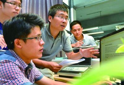 创立于澳门真人博彩娱乐官网软件园的福昕软件研发的FoxitPDF软件,稳坐全球PDF阅读器第二把交椅。黄立新摄