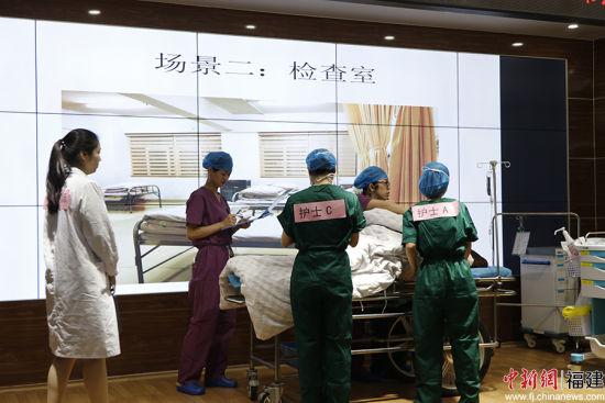举行危重症孕产妇救治与转诊应急演练。 牛效礼 摄