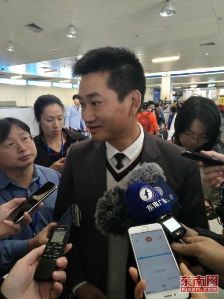 元翔(厦门)海岸有限公司副总经理吴金狮接受采访。记者 陈玮 摄