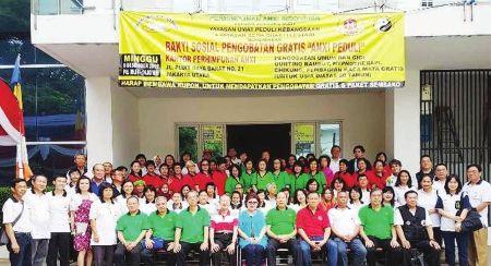 印尼安溪同乡会理事和两慈善机构、医疗组成员合影