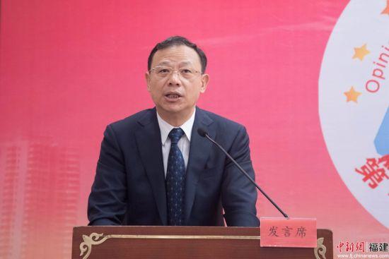 6.臧杰斌宣读了优秀调研论文评审结果。谢帝谣 摄