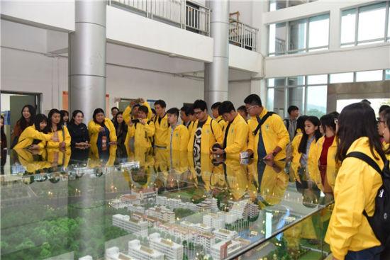 营员参观澳门正规赌博网站大全师大福清分校。