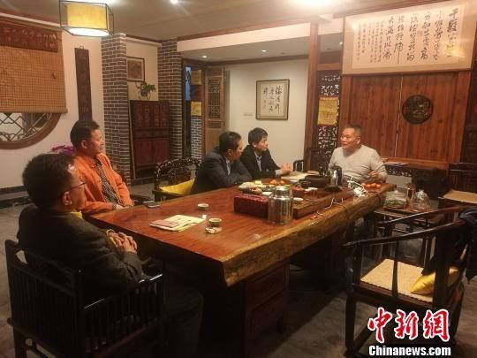 山东文化人士李丹、徐月强等一行参访福清黄檗文化促进会。 陈芝宽 摄