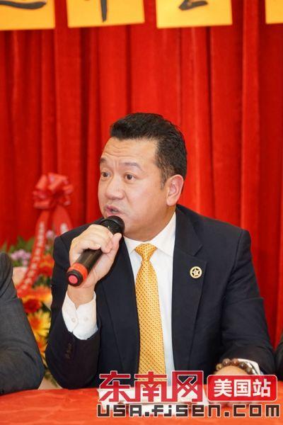 美东华人社团联合总会代主席陈键榕发言。