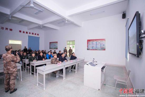 随后,参观人员一行观看了一段承载了习主席特别关心关爱的录像。