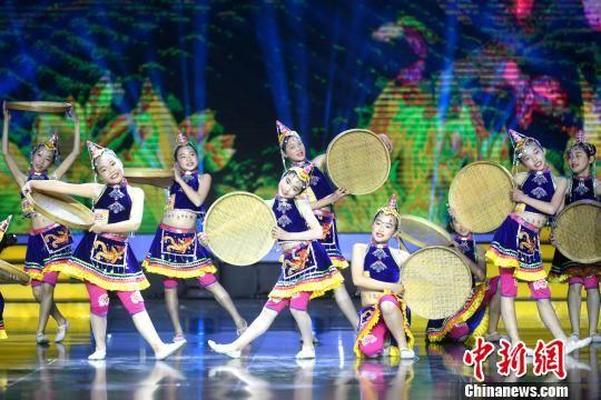 图为《踩茶》舞蹈表演。 吕明 摄