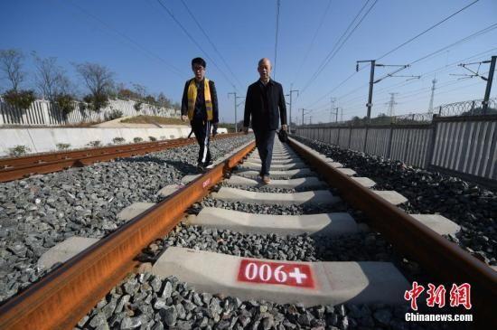 资料图:铁路。中新社记者 侯宇 摄