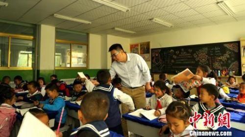 学生们正在上课 资料图 图文无关 江飞波 摄