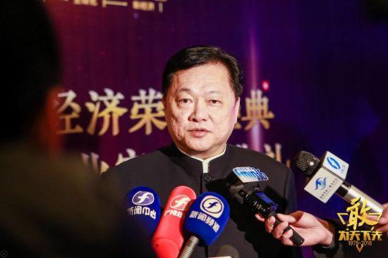 厦门象屿集团原董事长、厦门市国资委主任王龙雏在现场接受媒体采访。左辉 摄