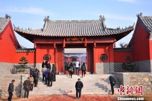 资料图:元旦小长假期间的新年庙会。 刘昌勇 摄