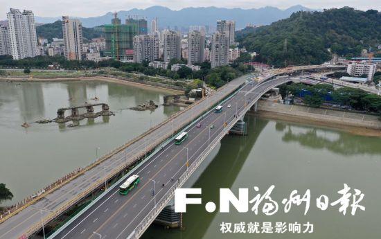 新洪山桥右幅双向通行顺畅。