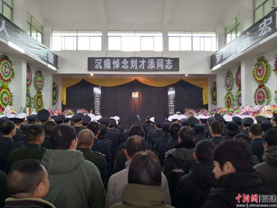 1.1月2日,刘才添同志遗体告别仪式在邵武市殡仪馆庄严举行。澳门正规赌博网站大全省公安厅交警总队 供图
