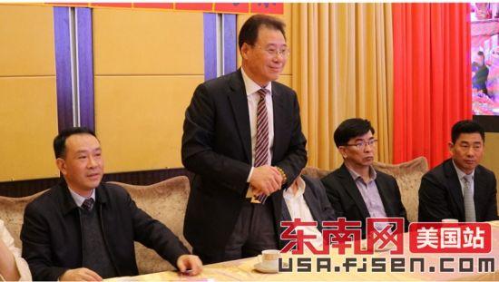美东华人社团联合总会秘书长林学文讲话。