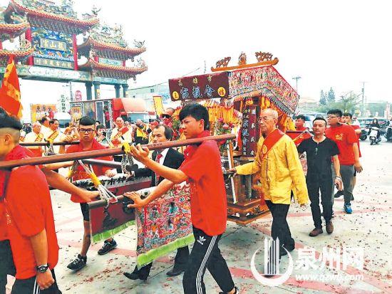 两岸民众共同参与神像巡境活动