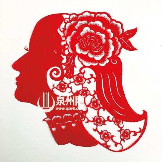 演绎席慕蓉的诗《一棵开花的树》的作品,女孩眼中满是对爱情的期许。