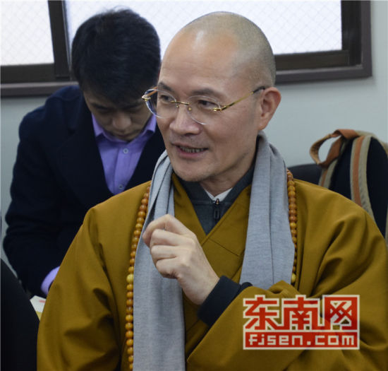福建佛学院院长、福州开元寺方丈本性禅师讲话。