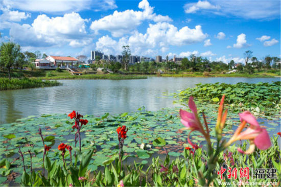 """3、漳州市委""""生态+军民融合""""模式,采用军民共建模式,推进漳州市西湖、西院湖等""""五湖四海""""生态建设取得好成效图为漳州西院湖美景。"""