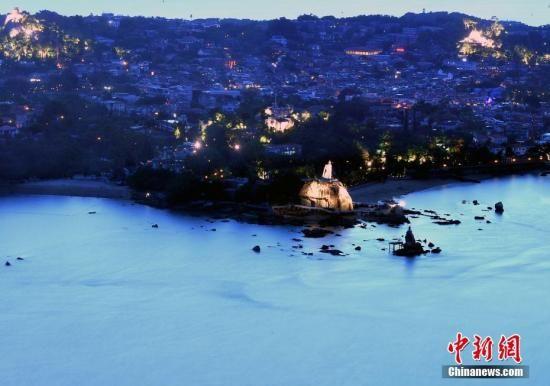 资料图:1.88平方公里的鼓浪屿,位于福建九龙江入海口,与厦门岛隔鹭江海峡相望。张斌 摄