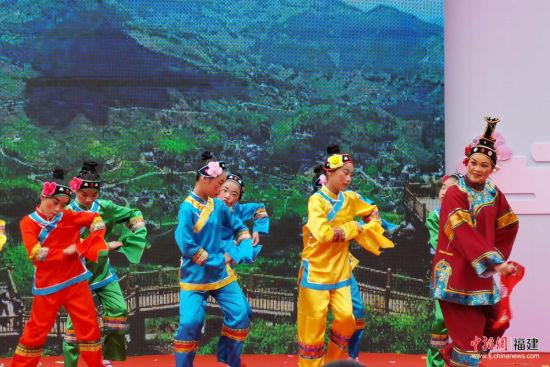 闽南特色的高甲戏文艺演出颇受海内外游客欢迎。