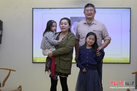 王群翔一家人来到现场进行分享交流。