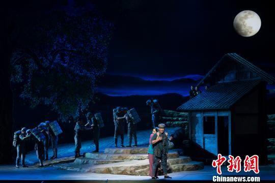 3月14日晚,由福建省文化和旅游厅出品、福建省歌舞剧院创排的民族歌剧《松毛岭之恋》在北京保利剧院精彩上演。福建省歌舞剧院供图