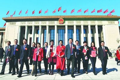 昨天,福建代表团代表圆满完成会议各项任务,满怀豪情走出人民大会堂。本报记者 郑杰 摄