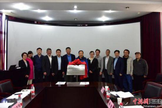 """5、图为北京科思腾达科技有限公司与武汉大学成立的""""多源遥感影像处理及应用服务联合研究中心""""签约揭牌仪式。受访者 供图"""