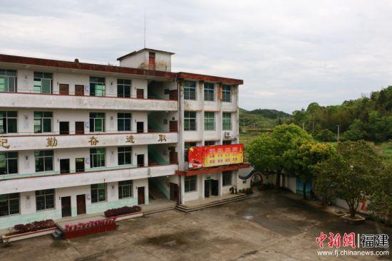 坐落于羅源縣北部中房鎮的中房中心小學。 林堅 攝