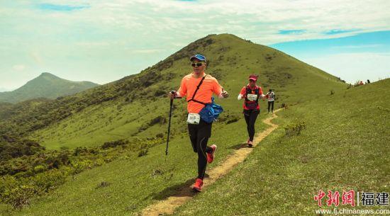 3赛事共设置了30公里组、15公里组越野跑和5公里组亲子趣味闯关乐活跑。主办方 供图