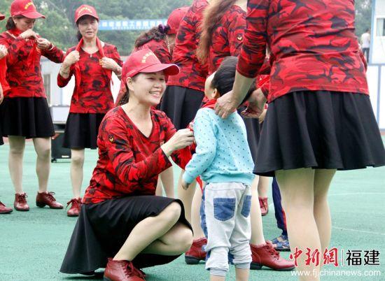 30日,《海峡姐妹》杂志社志愿者一行走进福建省福州市儿童福利院,开展公益志愿活动。