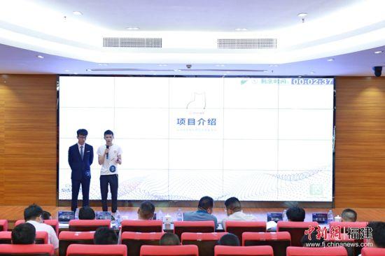 在当天的决赛中,参赛团队展示了人工智能深度应用破解诸多历史性难题,在服务国家战略、赋能产业升级、成果落地转化等方面的作为。林坚 摄