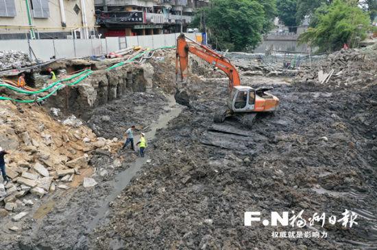 鼓台片区最大一体化泵闸进行泵间的基础施工。叶义斌 摄