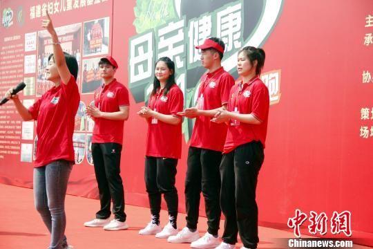 WCBA福建心相印女篮林青容与3名队友亲临现场 彭莉芳 摄