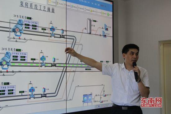 自动化控制系统的屏幕上,各项数据一目了然。 东南网记者 傅心玫 摄