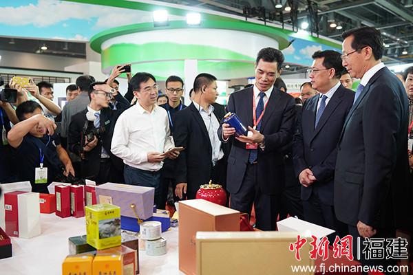 福建茶叶品牌惊艳亮相第三届中国国际茶叶博览