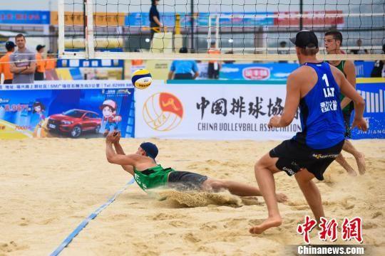 2019年世界沙滩排球巡回赛晋江站吸引了29个国家和地区的200多名运动员参赛,图为比赛现场。 钟欣 摄