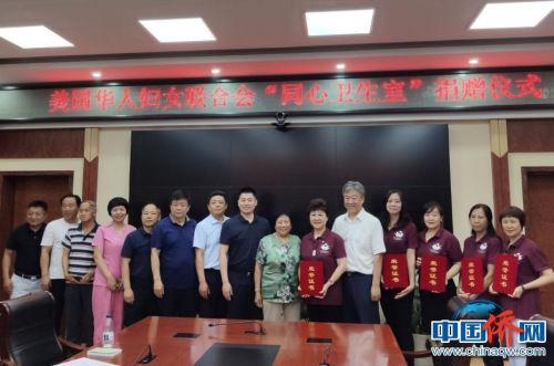 门头沟区卫生健康委副主任叶纯为田纹瑛一行颁发了荣誉证书。