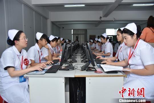 泉台两地医护行业从业人员同台竞技,实现医疗技术优势互补。 陈龙山 摄