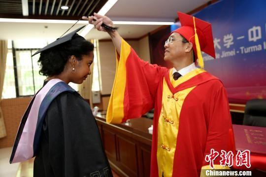 集美大学——中国昊远国际班2019届学生毕业典礼在集美大学举行。集美大学供图