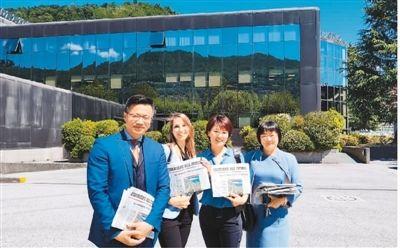5月31日,受瑞士意大利语区报业集团《Corriere del Ticino》总经理Alessandro Colombi的邀请,孙运之(左一)到该集团旗下的报纸、电台和电视台参观学习。(照片由受访者提供)